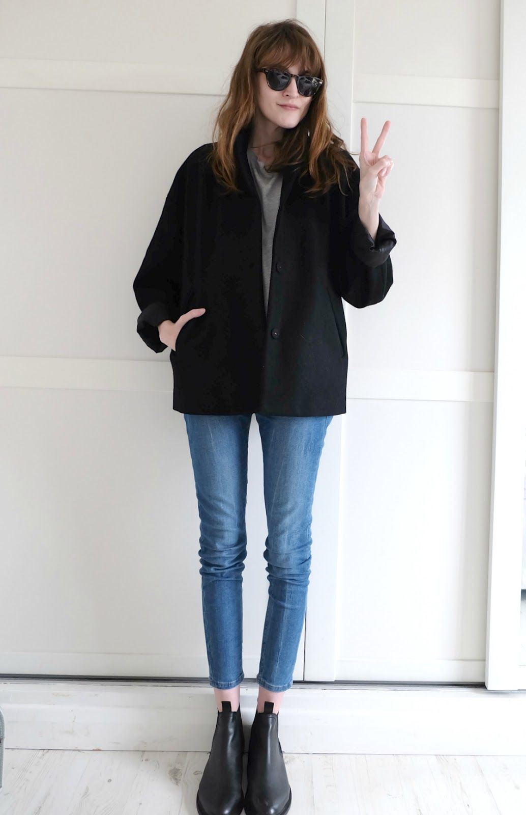 FASHION | Grey & Gold http://www.josies-journal.com/2015/05/asos-ridley-jeans-outfit.html