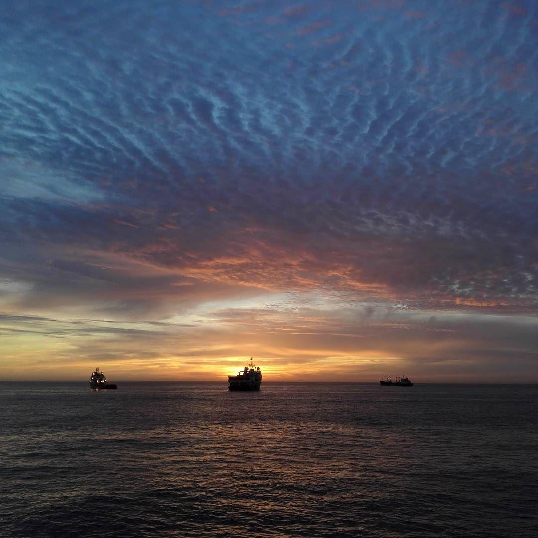 Nice sunrise 2day.. #sunrise #nofilter #cloudporn #skyporn #offshorelife #islandoffshore #laspalmas #grancanaryisland by janhelgegrindhaug