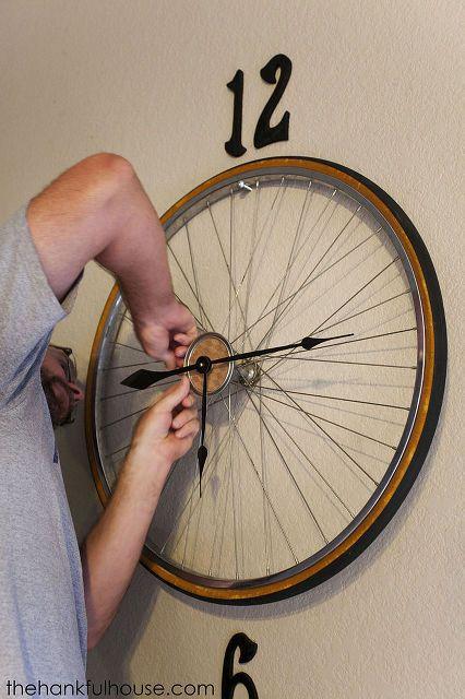 Vintage Bicycle Wheel Clock Home Decor Repurposing Upcycling Wall