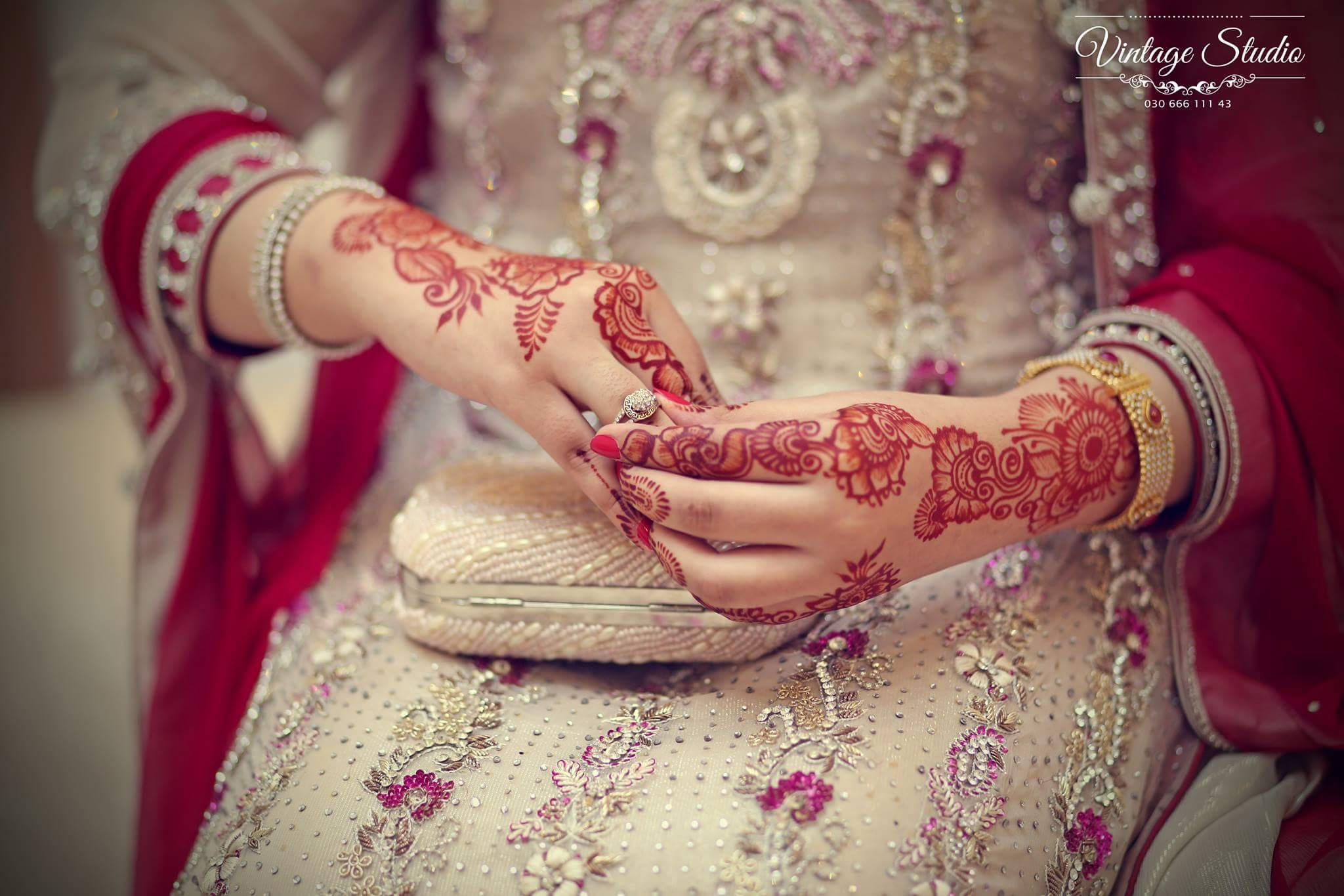 Mehndi Hands Dps : Vintage studio photography hands decorated with mehndi bangles