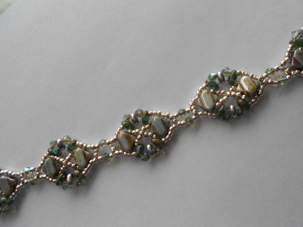 This is the Diadem bracelet pattern.