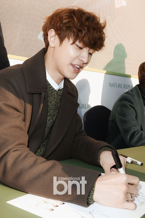 Chanyeol - 150131 Nature Republic Seoul fansign Credit: bnt news. (네이처리퍼블릭 서울 팬사인회)