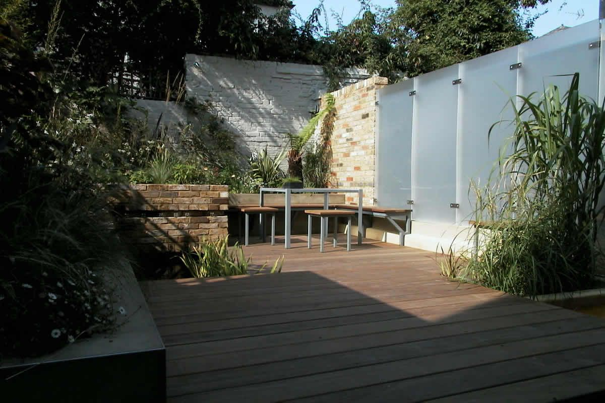 Delightful Modern Small Garden Modern Garden Wall Materials Design