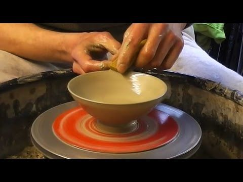 How To Make Some Easy Simple Small Pottery Ceramic Bowls On The Wheel Beginner Pottery Pottery Videos Ceramics