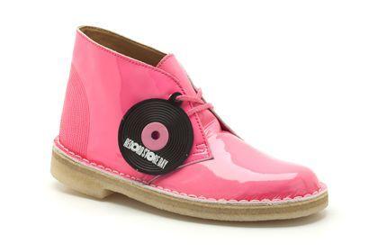 Dameslaarzen Originals - Desert Boot in Roze Lak van Clarks schoenen