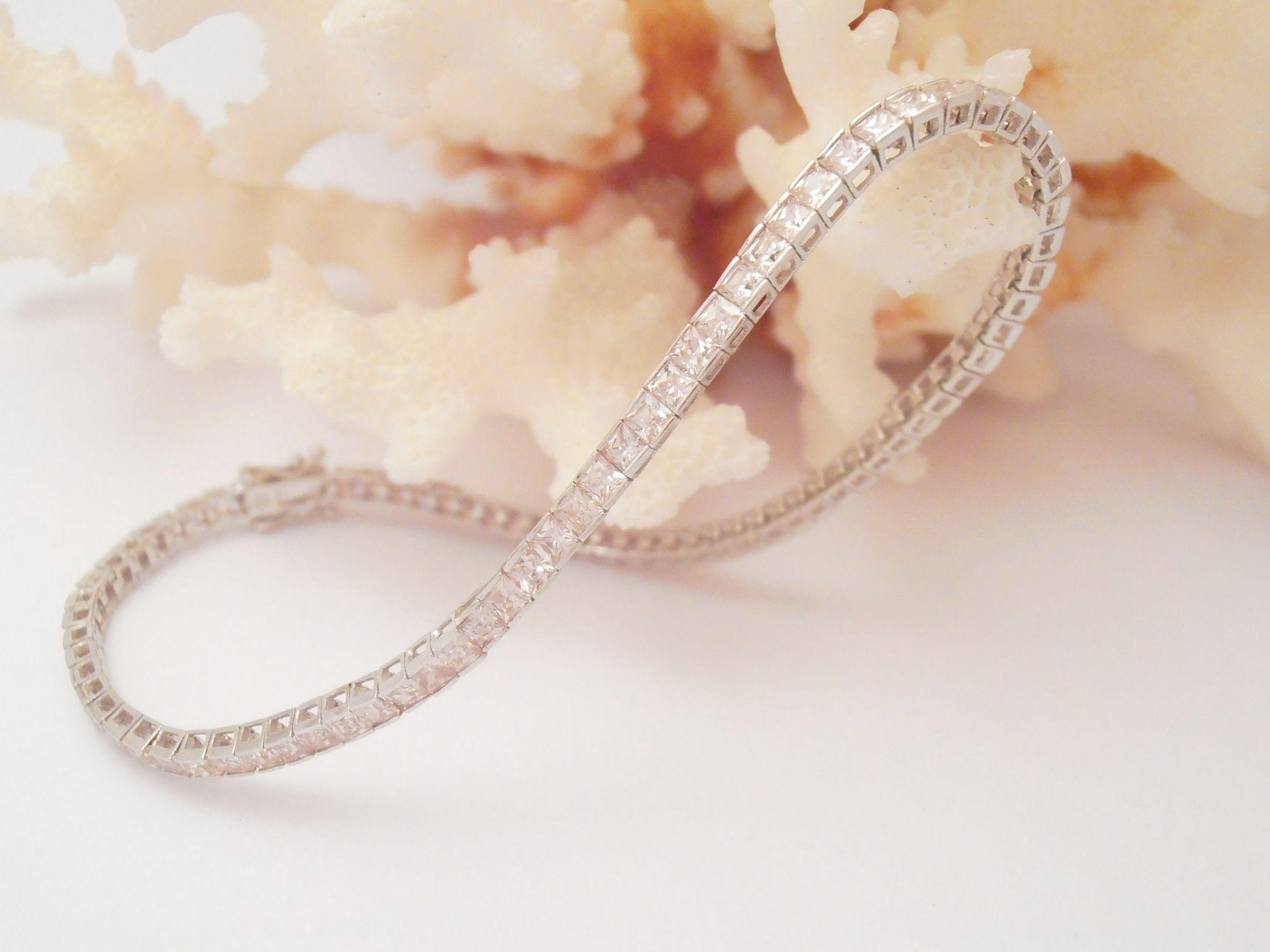 Pink 9ct White Gold Bracelet White gold bracelet, White
