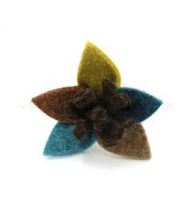 Bague fleur en feutre bleu, marron et vert - Allolesfilles.com
