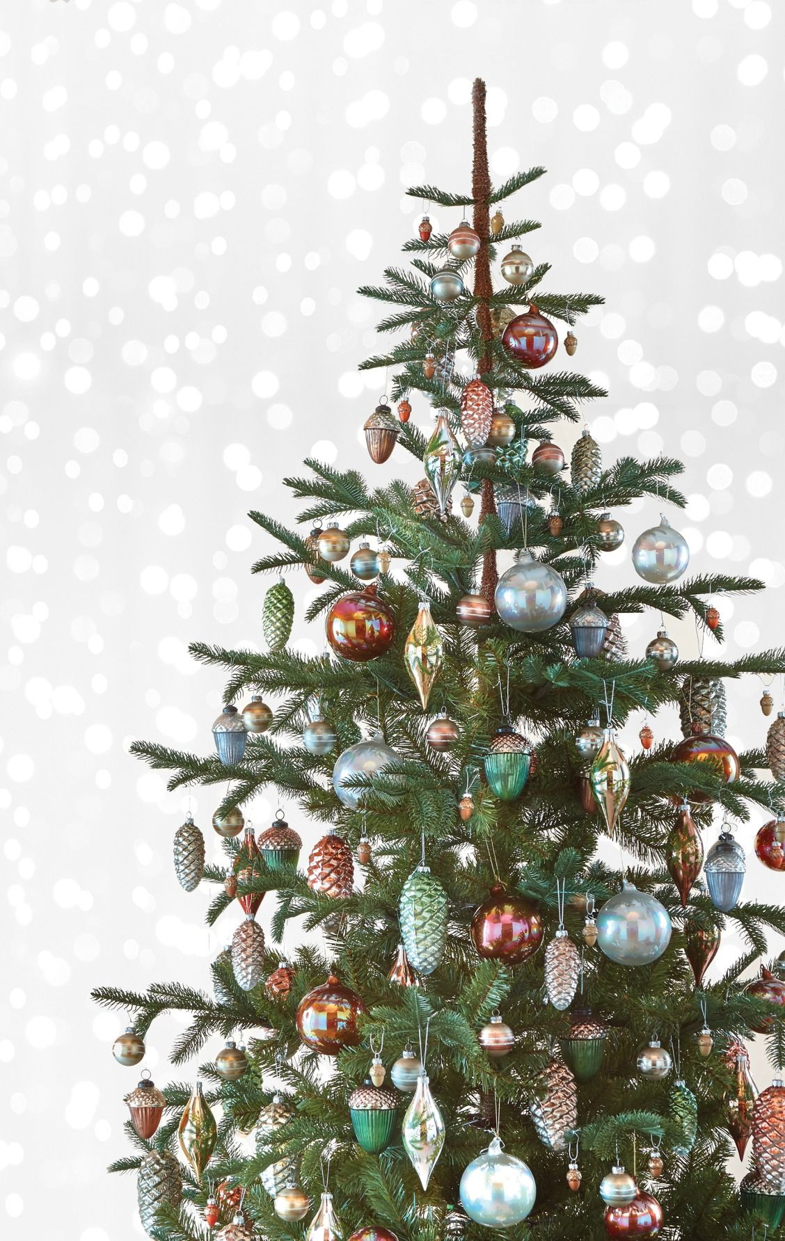 This Tree Seriously Glistens Our Martha Stewart Living Norwegian Spruce Ar Christmas Tree Colour Scheme Christmas Decorations Best Artificial Christmas Trees