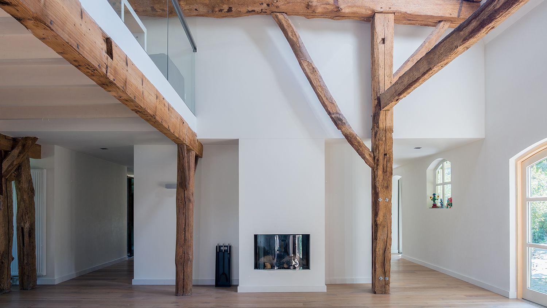Herindeling van woonboerderij met behoud van originele houten spanten open woonkamer tot kap - Huis architect hout ...