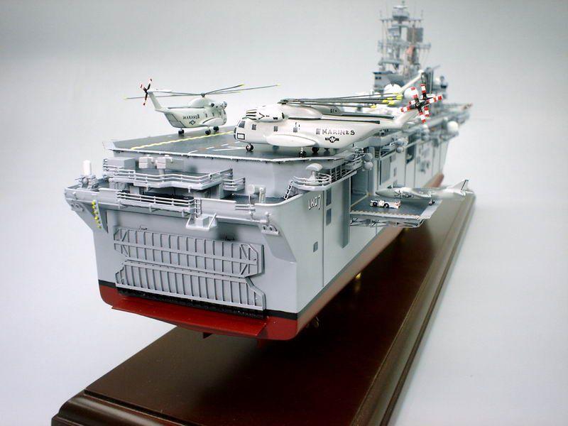 USS Iwo Jima - Amphibious Assault Ship - 1:350 Scale