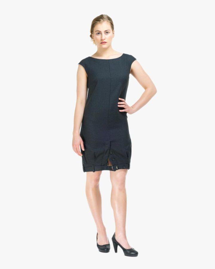 Ein Kleid aus 2 Hosen, mit Kragen und mit angeschnittenen Ärmeln. Neu: links und rechts integrierte Seitennahttaschen!Und wie so oft bei MILCH: Rundum tragbar: Vorne ist hinten und hinten ist vorne!Der Gürtel besteht auch aus Hosenstoff, ist beim Kleid nicht dabei, sondern bitte extra zu bestellen! Wie immer zeigen wir hier nur Beispielbilder- jedes MILCH Kleidungsstück ist ein Unikat. One size. Länge: 95cm Hüft- und Oberweite: 120cm