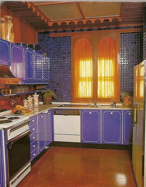Interior Design 1970s Kitchen I Have These Cabinets In My Current Kitchen Yes They Are Original To Our 1970 Abode 70s Decor Vintage House Retro Interior