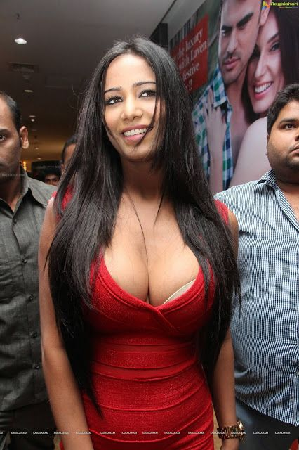 Poonam Pandey Big Boobs Actress Hot Photos In Red Skirt Hd