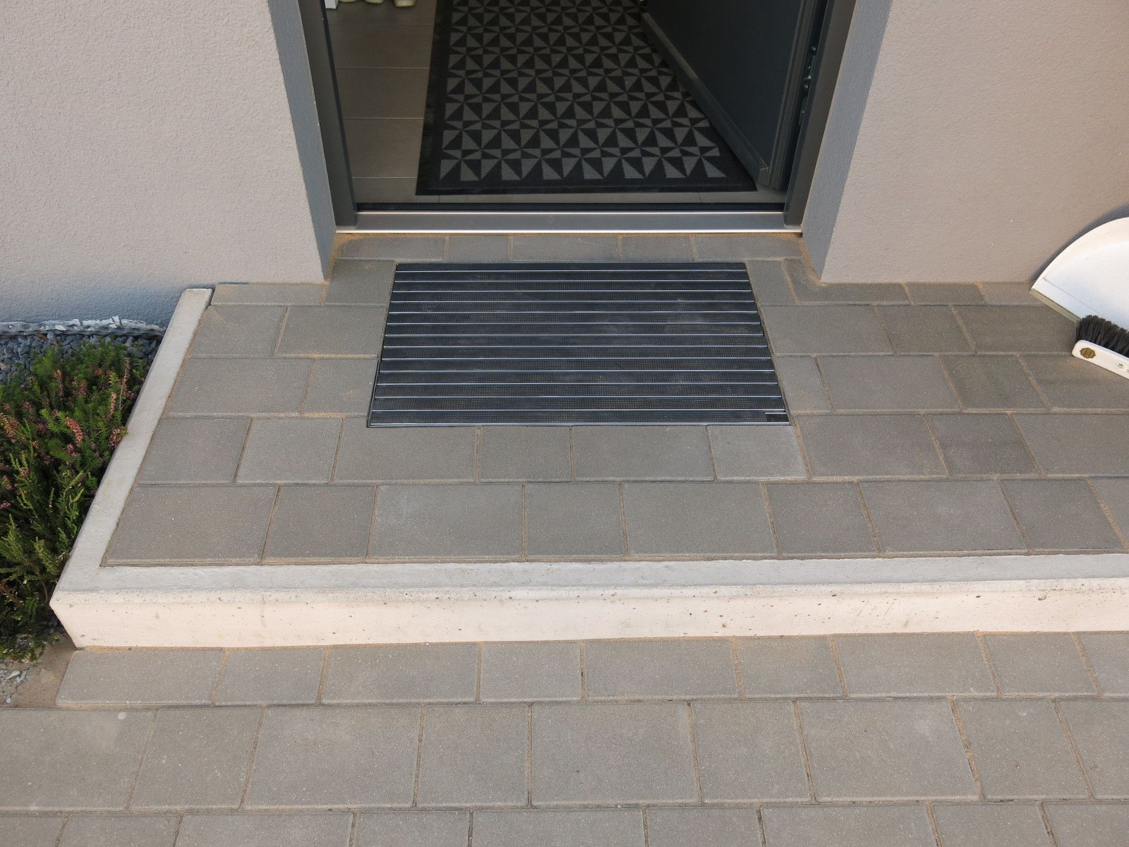 Diy Eingangspodest Mit Integriertem Schuhabstreifer Hauseingang Treppen Podest Eingang