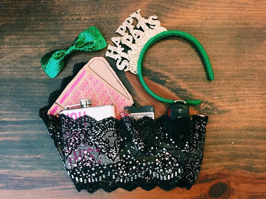 Have You Geared Up For Saint Patrick S Day Yet The Girlygogarter Will Carry Your Stuff Girlygogarter Girl Just Engaged St Patrick S Day Fashion Blogger
