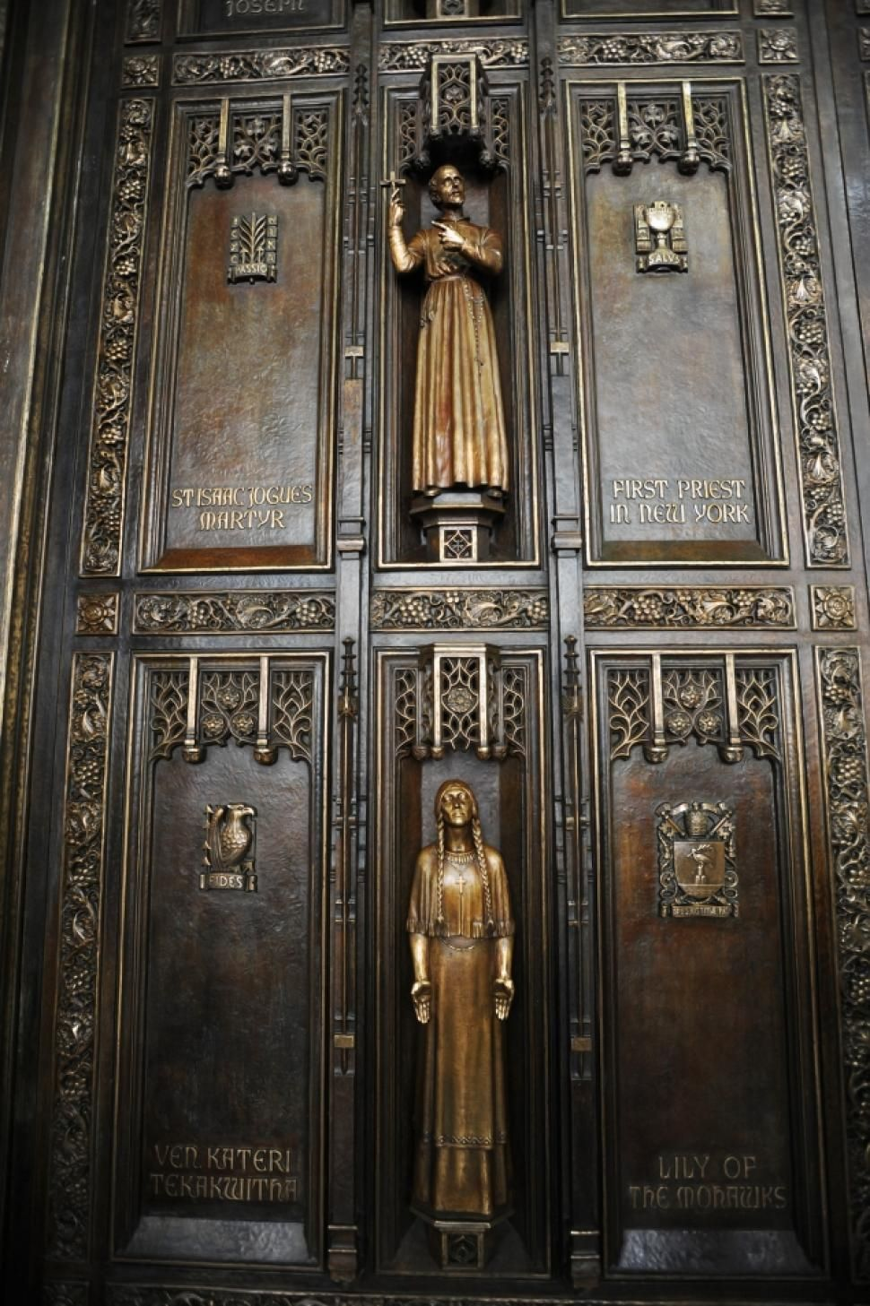 The ornately carved double doors of St. Patricku0027s Cathedral gets saintly door redo. New York & Portal St. Patricku0027s Cathedral Manhattan NY | NYC - Churches ... pezcame.com