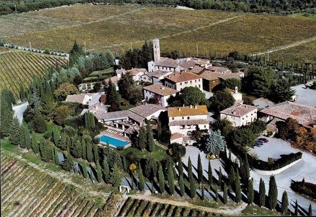 La beauté du luxe : dormir dans 10 bourgs-hôtels toscans : http://www.gusto-arte.fr/deco-style/la-beaute-du-luxe-dormir-dans-10-bourgs-hotels-toscans/