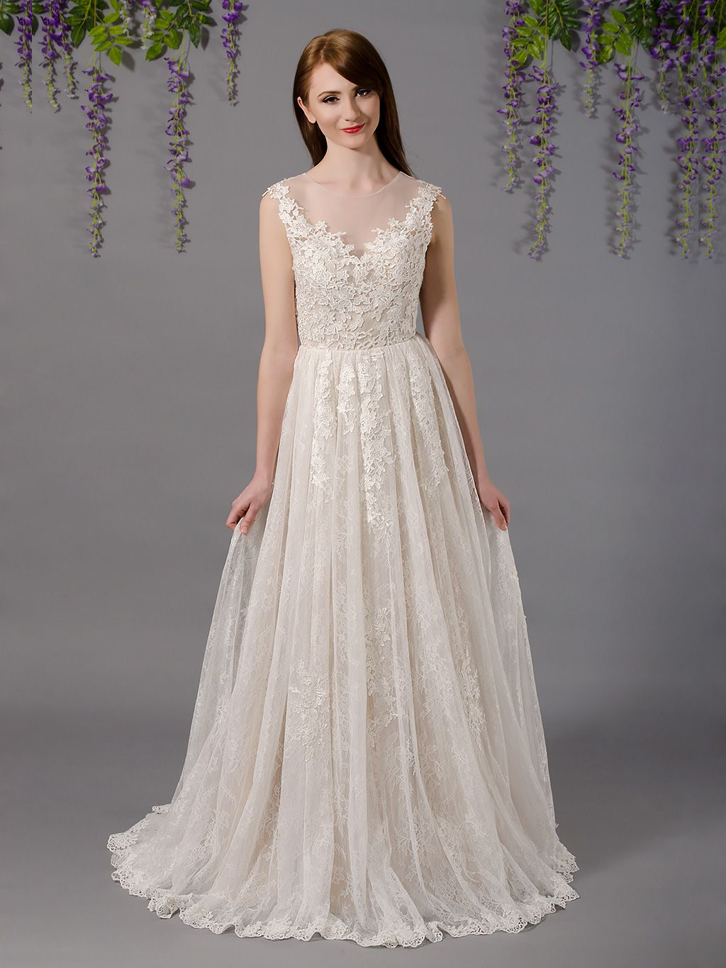 b543bece3d Sleeveless lace wedding dress with tulle skirts 4037