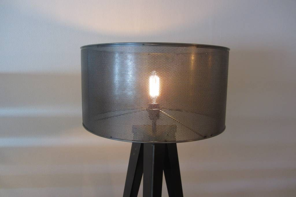 Stoere industriele lampenkap van geperforeerd staal zowel als