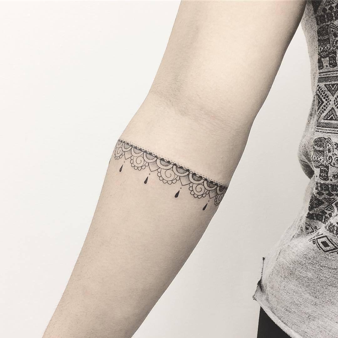 24 Tattoo brazalete mujer