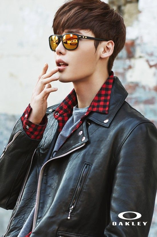 Lee Jong Suk Looks Dapper In Latest Oakley Pictorial http://www.kpopstarz.com/articles/141991/20141126/lee-jong-suk-looks-dapper-in-latest-oakley-pictorial.htm