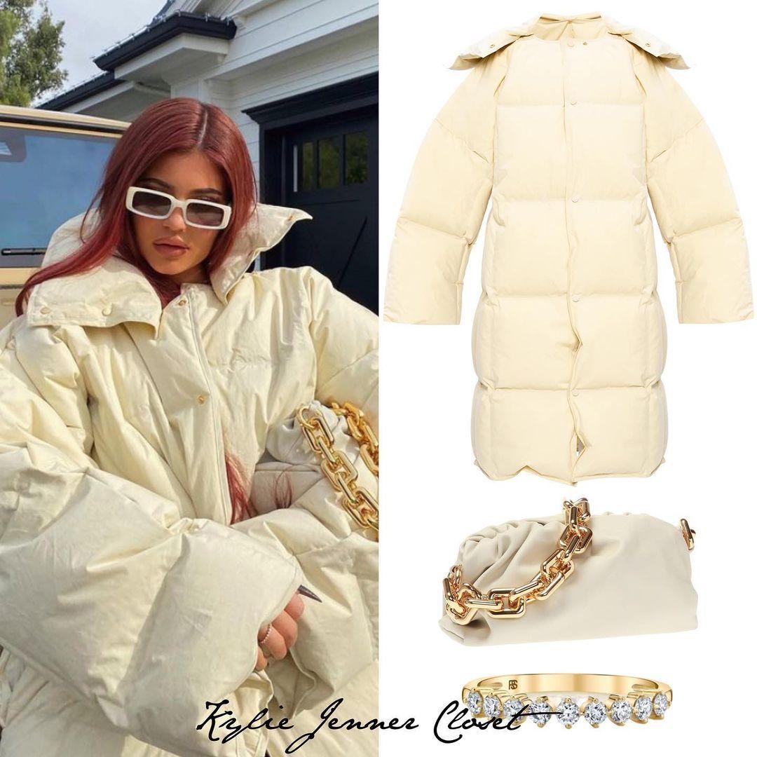 Kylie Jenner Closet On Instagram December 9 Kylie Via Instagram Kyliejenner Looking Cool In Her Bottegaveneta In 2021 Kylie Jenner Closet Puffer Coat Kylie Jenner [ 1080 x 1080 Pixel ]