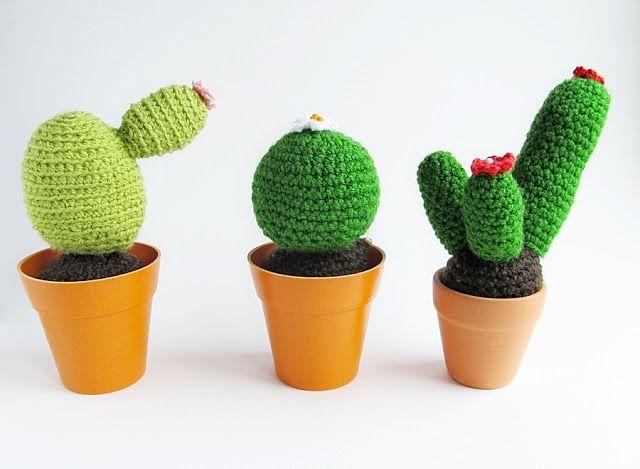 Amigurumi Cactus : Out of the frame amigurumi cacti