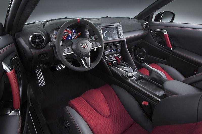 画像 日産 Gt R Nismo 2017年モデルをニュルブルクリンクで初公開 空力性能が向上したほか 全体的に高級感のあるマシンに仕上げた と田村宏志cps Car Watch Gtr Nissan Gt R Nissan Gtr