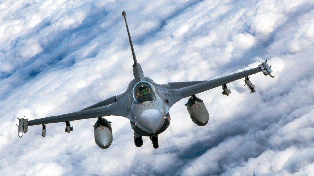 Pesawat Tempur F 16 In The Sky Di 2020 Pesawat