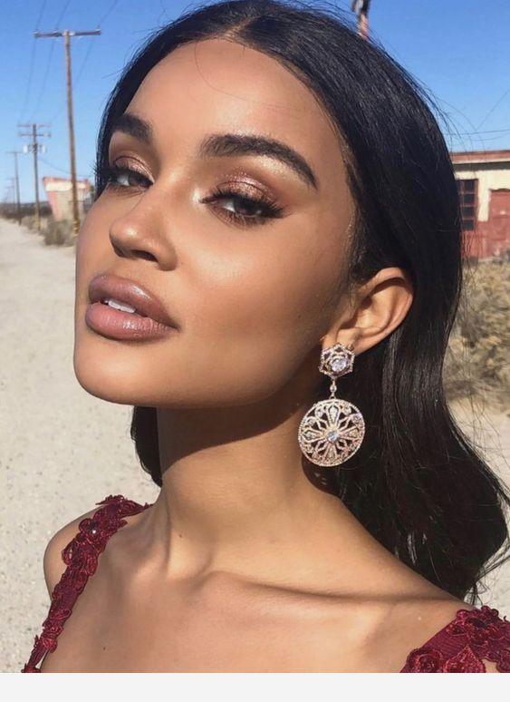 Earrings with a nice pattern #softglammakeup