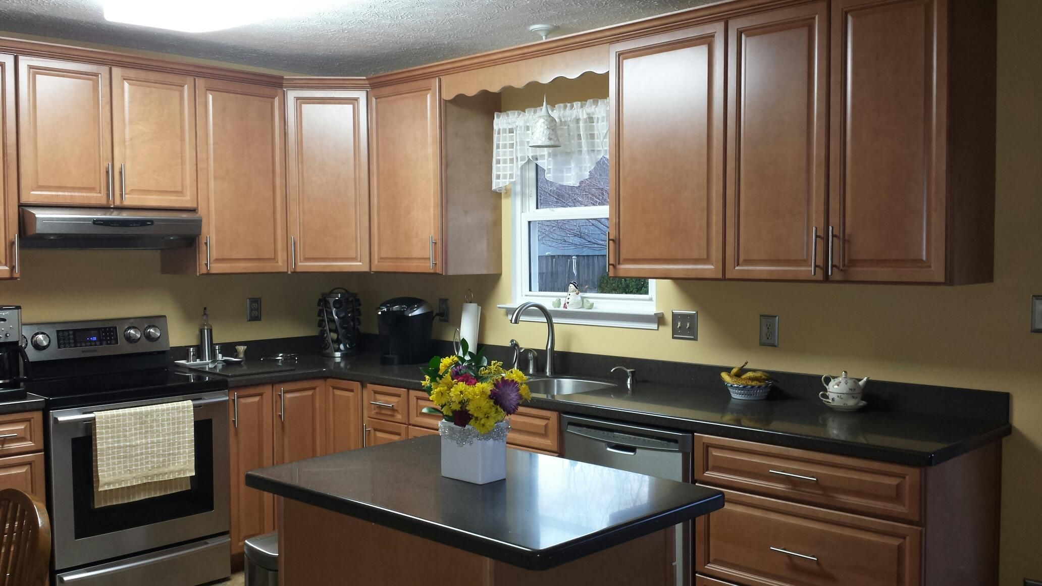 Armstrong Maple Cabinets with Staron (Copperplate) Solid ...