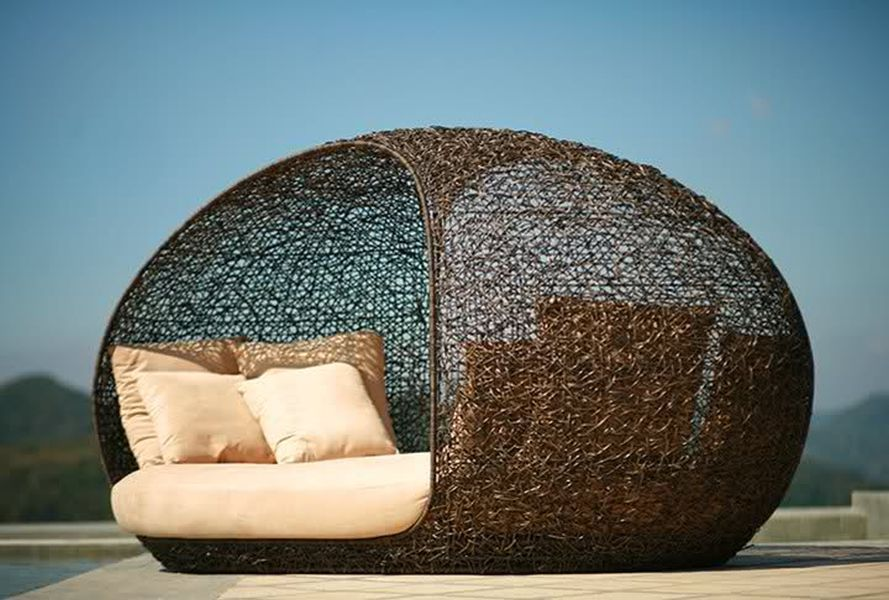 15 Poolside Outdoor Day Beds For Your Deck Keep Your IPad Dry At The Pool