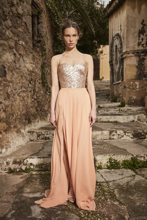 αέρινα-βραδινά-φορέματα-Amarisso-με-μουσελίνα-και-σκίσιμο-στο-πόδι ... 4abd424baa6