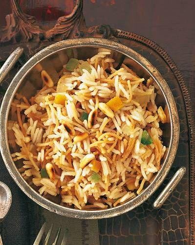 Durch Orangeat und Zitronat wird der fein gewürzte Reis noch weihnachtlicher. Zum Rezept: Sukkade-Reis mit Piment und Nelken