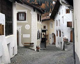 Image from https://images4.schweizmobil.ch/image/Scuol_439_b.jpg.