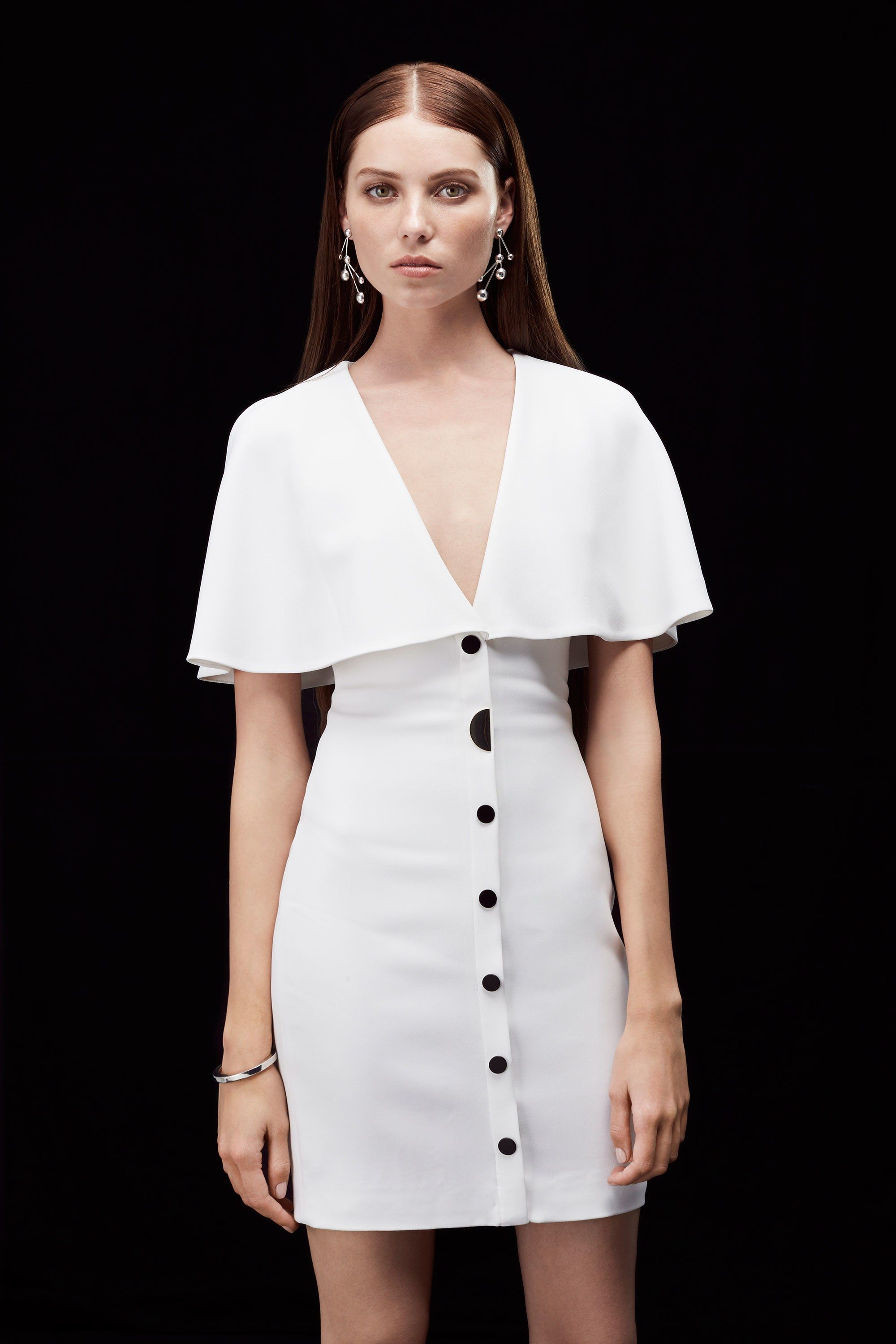See the complete Cushnie et Ochs Resort 2018 collection.