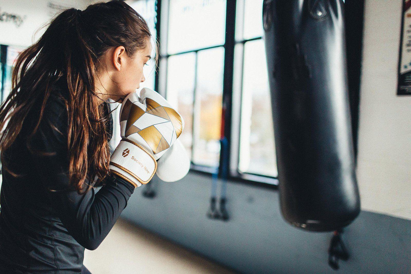 Картинки девушки с боксерскими перчатками