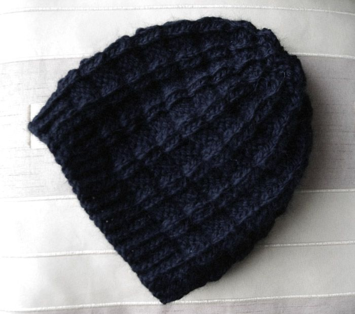 5da3d1ed848 Un bonnet damier original avec un joli rendu