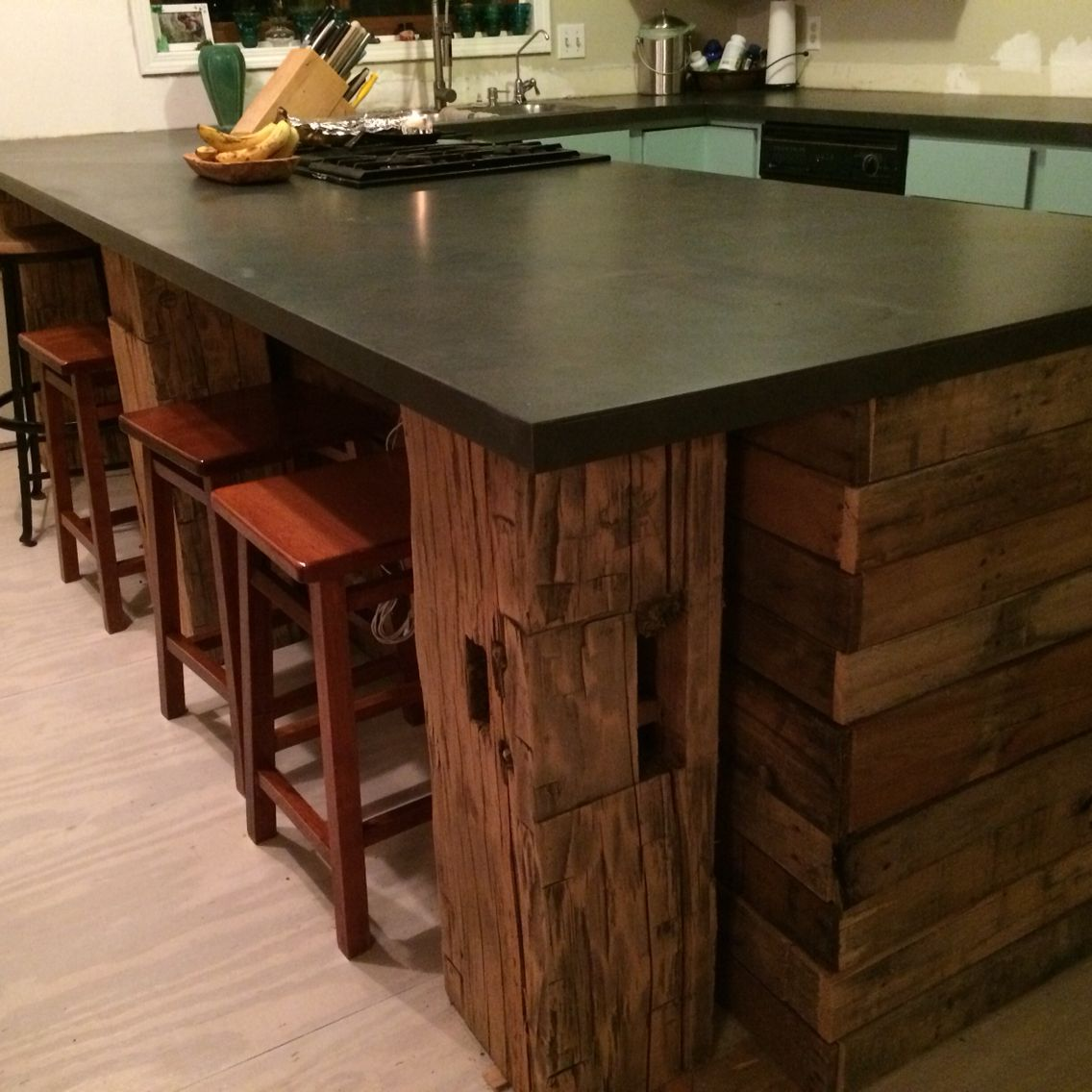 Barn Beam Pallet Wood Kitchen With Slate Laminate Counter
