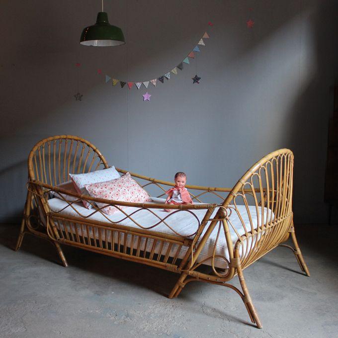 lit daybed enfant rotin vintage b428 kids pinterest rotin enfants et lit fille. Black Bedroom Furniture Sets. Home Design Ideas