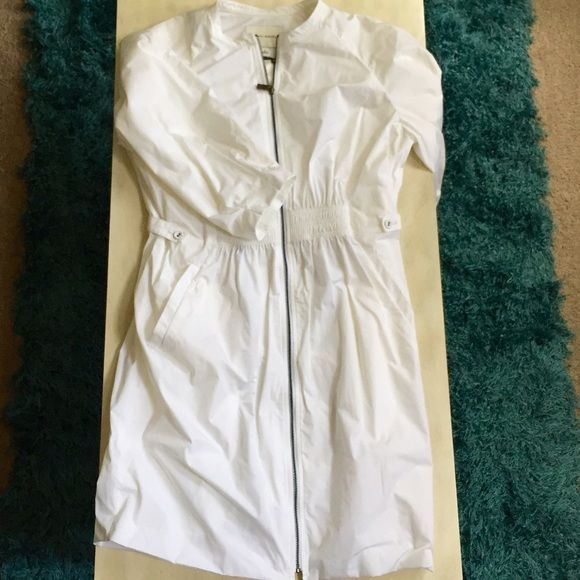 """Banana Republic Modern Trench White, modern trench. Front zipper, elastic waist, side pockets and 3/4 length sleeves. Like a windbreaker only a little warmer, fully lined. 37"""" long from shoulder seam to bottom. Banana Republic Jackets & Coats Trench Coats"""