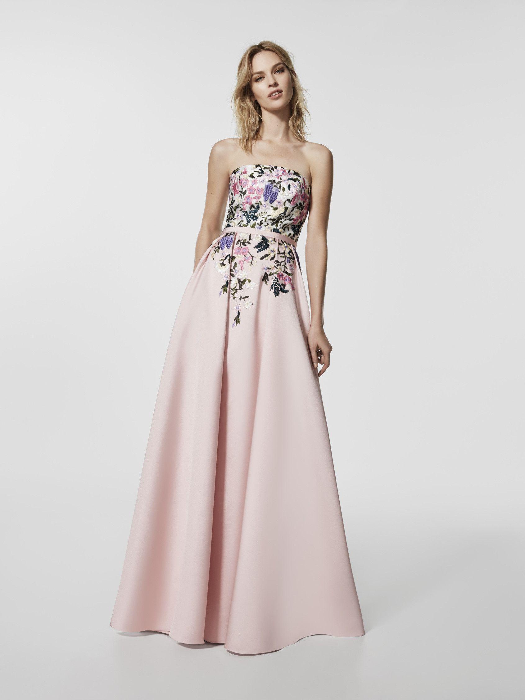 Este es un vestido largo de color rosa pálido (modelo GLAYO) con un escote  delantero tipo bañera . Vestido de la línea evase sin mangas (mikado ... ec682dee029d
