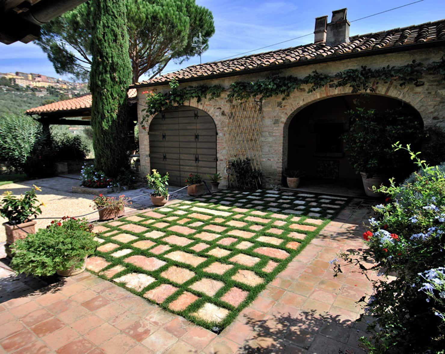 Photo of Lo stile toscano garage / rimessa in stile rustico di arte pietra rustico pietra | homify
