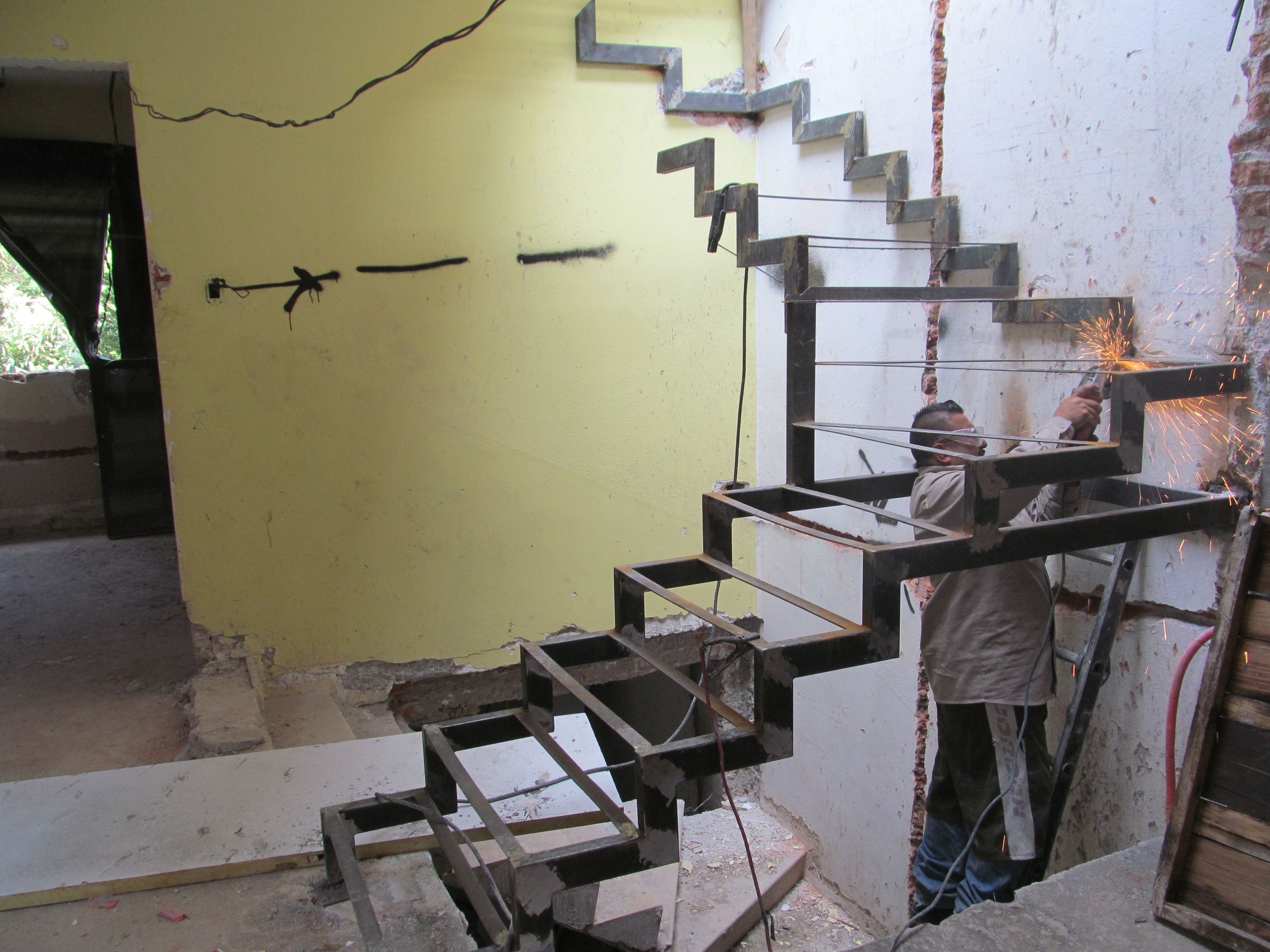 escalera de metal uu