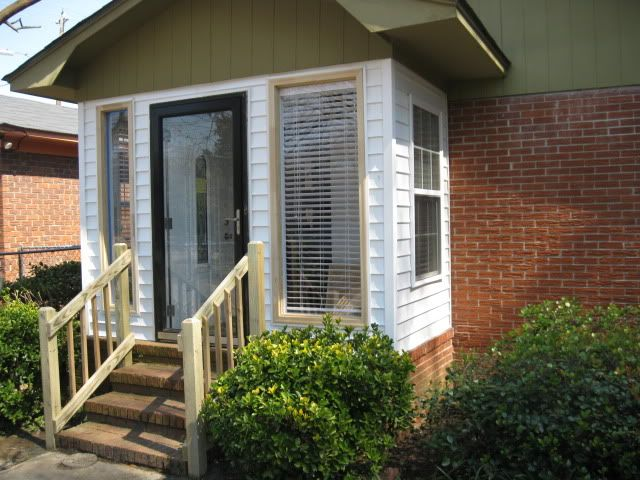 Enclosed Entry Way Keep Or Tear Open Small Enclosed Porch Enclosed Front Porches Front Porch Design