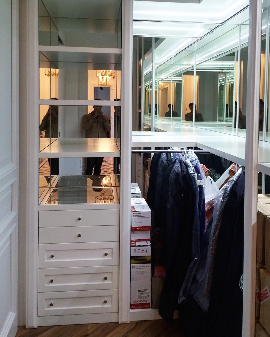 Perfect Closet #woodesigngroup #woodwork #madeinukraine #furniture #closet # Mirrors De Woodesign_ua