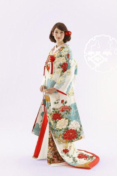 c9e1d888aee2c 和装で結婚式をお考えならTUTUにお任せください。TUTUの色打掛は、気品高く優しい色合いのものから色鮮やかなものまで、豊富に取り揃えております。