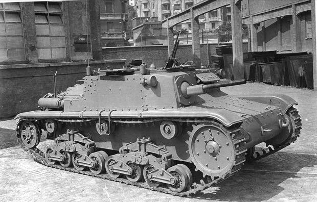 """Fascist Italian Semovente M15/42 """"Carro Comando"""" - 15/42 self-propelled """"Command Chariot""""."""
