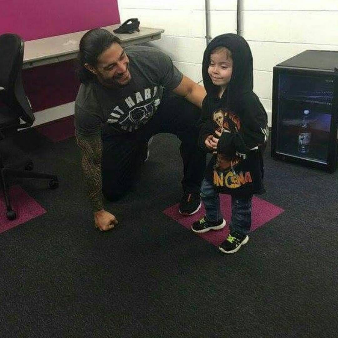 """Seth's gunna be gone for 6-9 months #Getwellsoonseth I'll miss babe. But On the bright side. NEW CHAMP. #RomanReigns #Powerhouse #SupermanPunch…"""