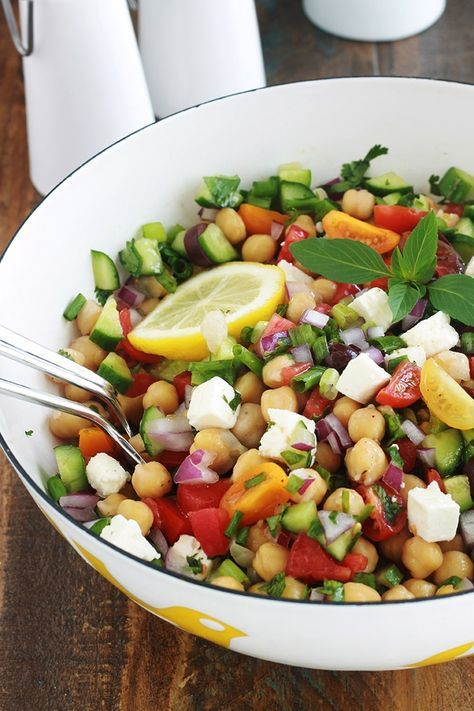 Chickpea salad with tomatoes, cucumber and feta